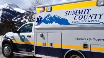 Photo of an ambulance in front of a ski area.