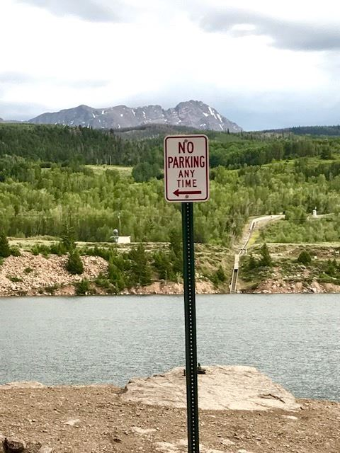 A no-parking sign at the side of the road in front of Green Mountain Reservoir.